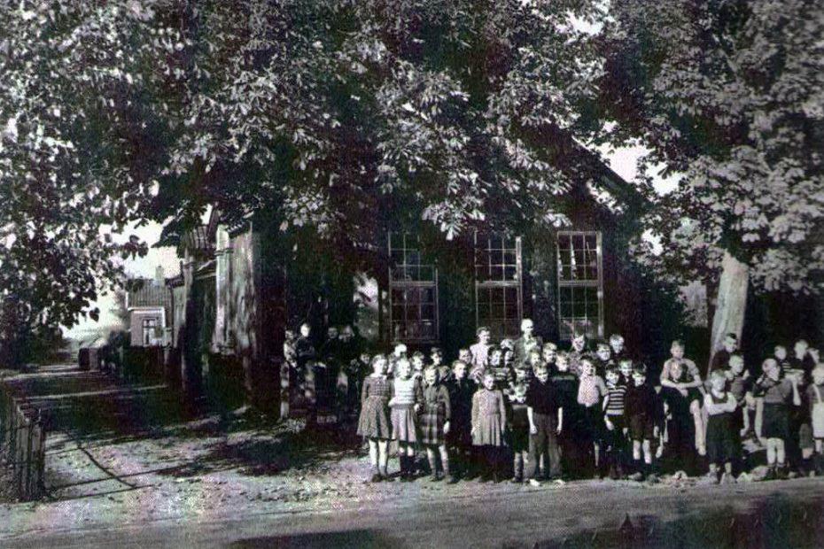 Oude basisschool aan de Hoofdweg (foto uit 1951)